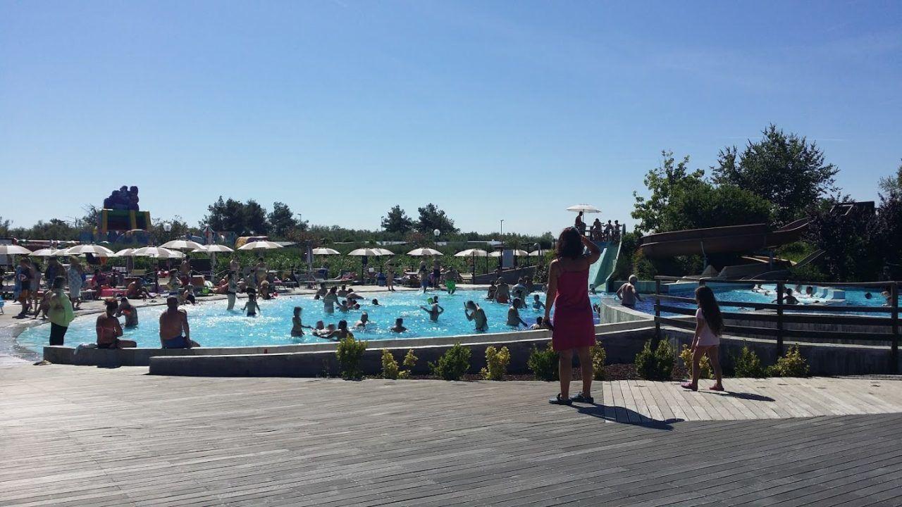 Piscina con scivolo al camping village spina di comacchio campeggi con piscina marche - Campeggi con piscina marche ...