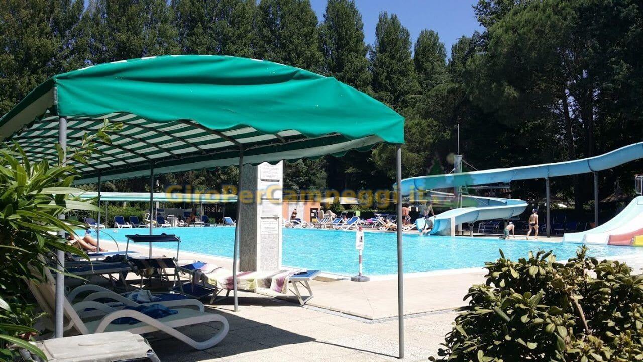 Piscina con acqua scivolo del camping village italgest campeggi con piscina marche - Campeggi con piscina marche ...