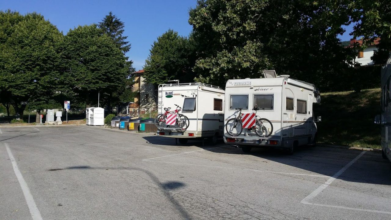 Noi in sosta attrezzata camper di carpegna giro per campeggi - Sosta camper bagno di romagna ...
