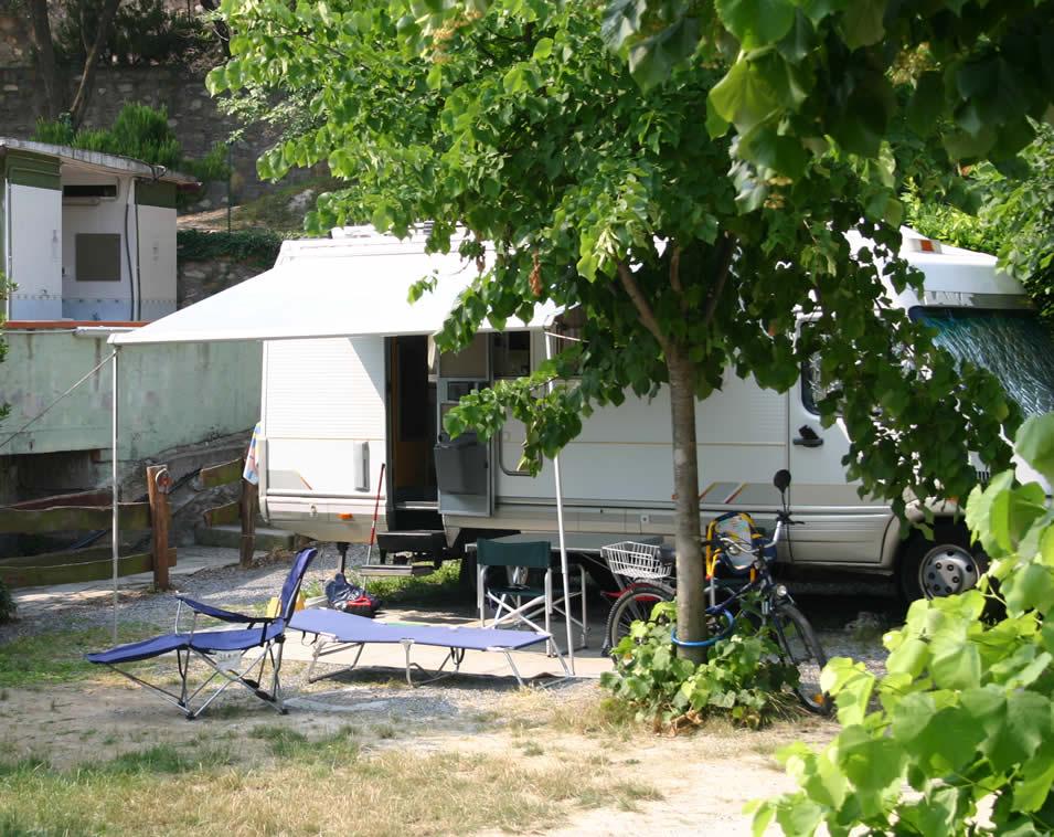 camping dei fiori di pietra ligure sv giro per campeggi. Black Bedroom Furniture Sets. Home Design Ideas